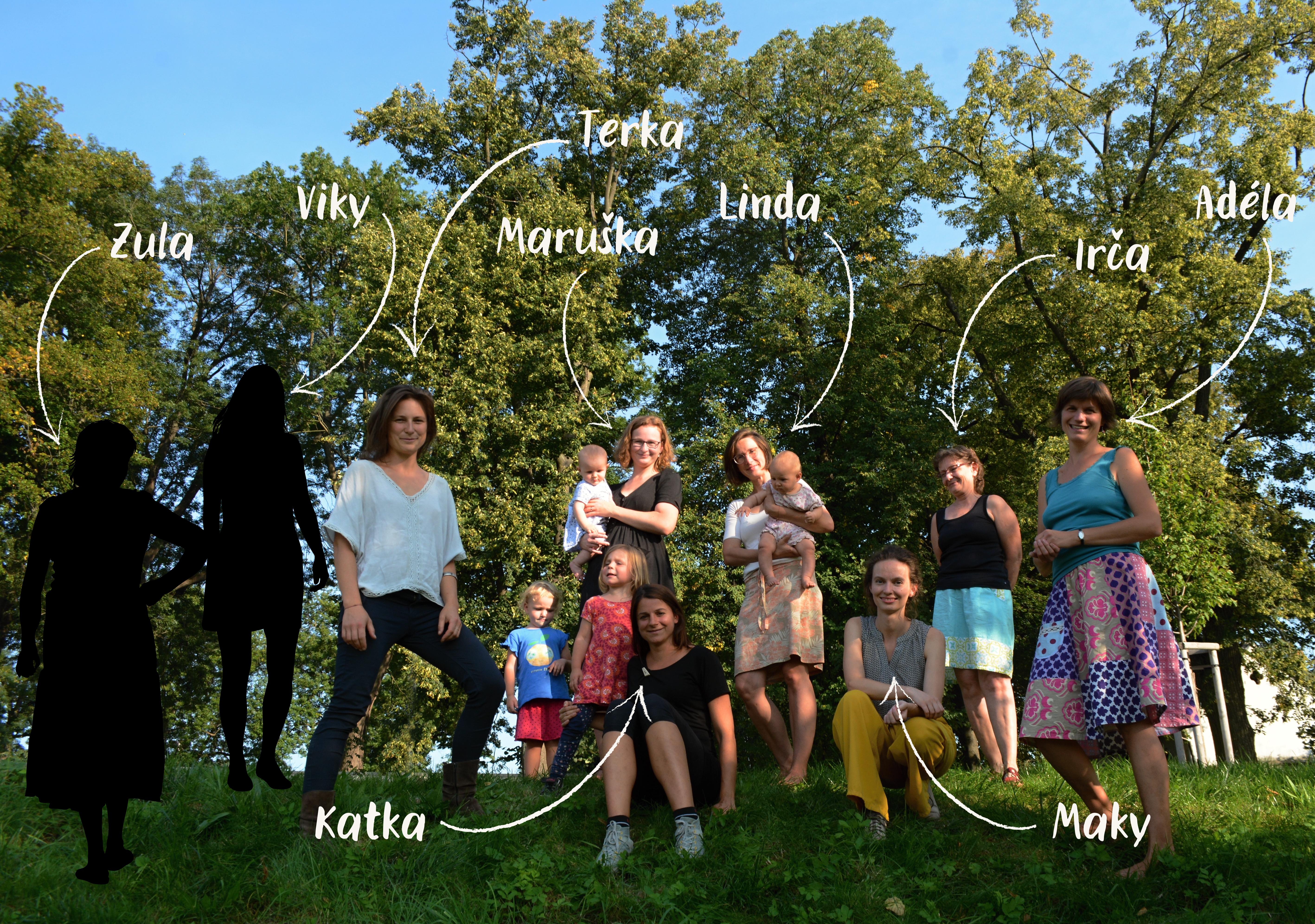 Celý tým Hojnosti a Tišnovské spižírny. Zleva: Zula, Viky, Terka, Maruška, Katka, Linda, Maky, Irča, Adéla.